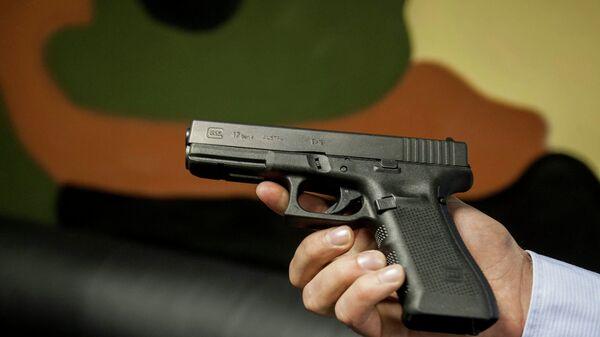 Австрийский пистолет Глок-17, используемый в Стрелковом клубе Сибирь