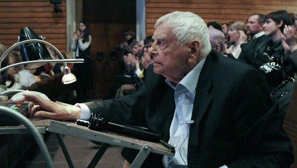 Художественный руководитель Театра на Таганке Юрий Любимов во время показа своего нового спектакля Сказки, поставленного к юбилею театра