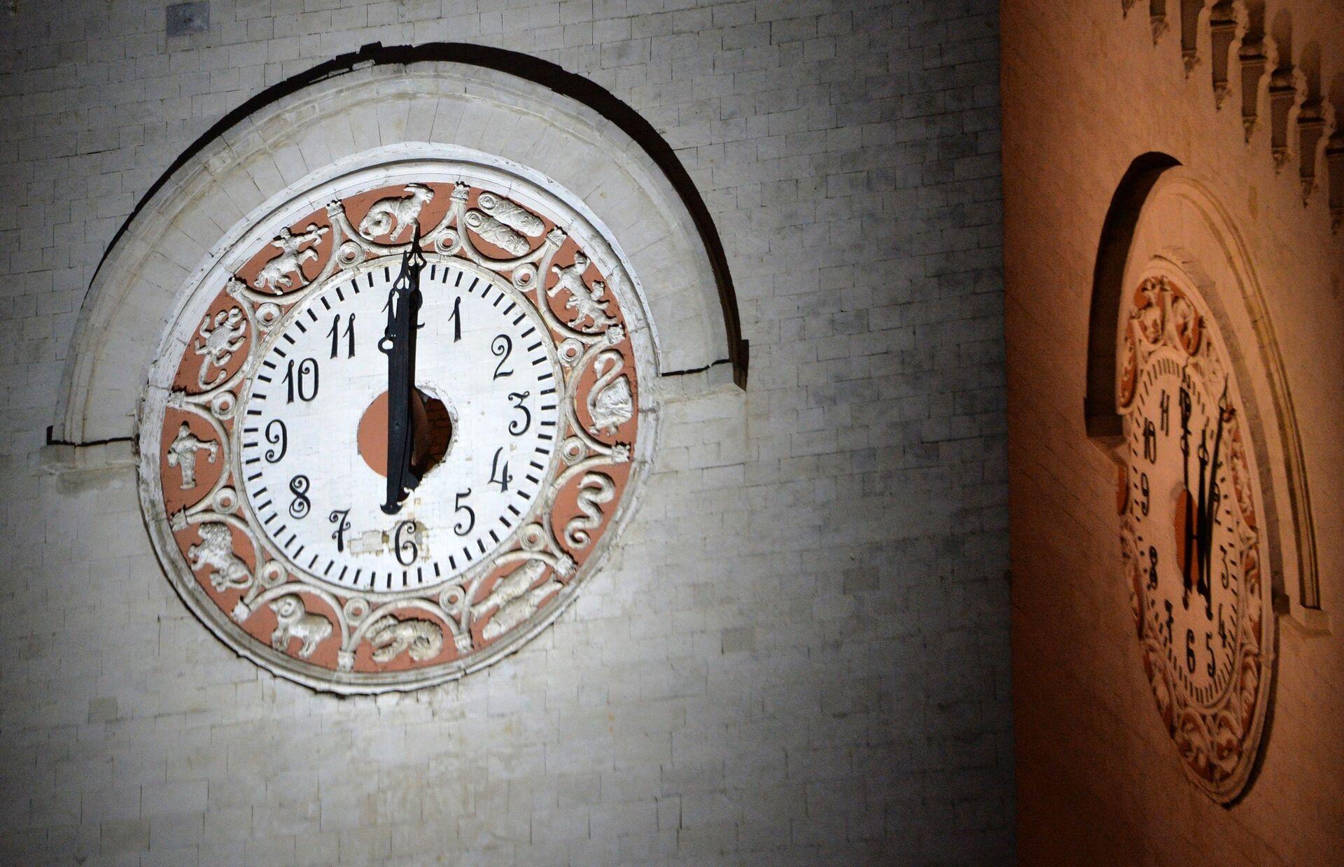 Перевод часов на московское время в Крыму - РИА Новости, 1920, 24.03.2021