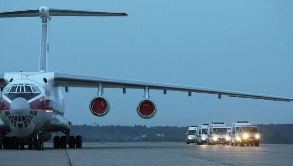 Самолет и машины скорой помощи