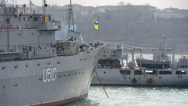 Корабль управления Славутич ВМС Украины в Северной бухте Севастополя. Архивное фото