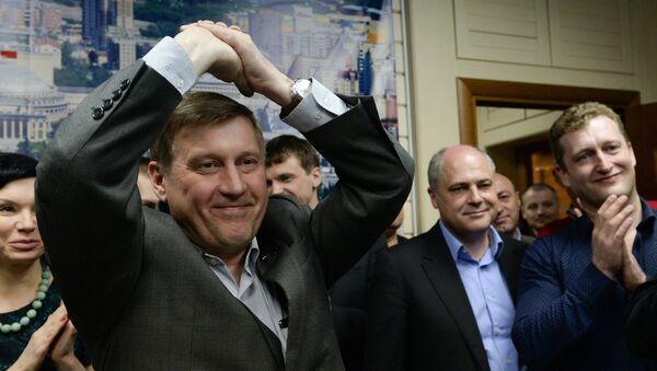 Анатолий Локоть во время брифинга по предварительным результатам досрочных выборов мэра Новосибирска