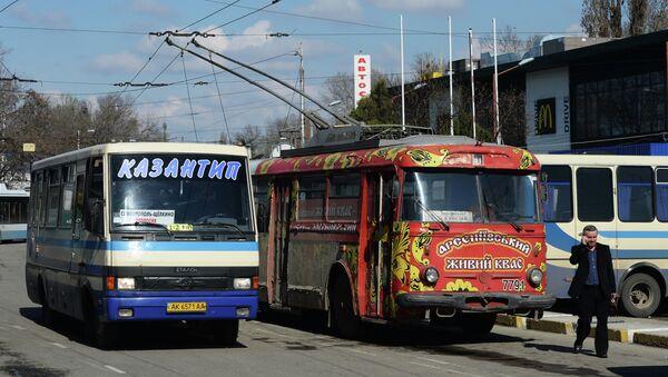 Автобус на Казантип в Симферополе. Архивное фото