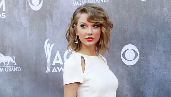 Американская кантри-певица и актриса Тейлор Свифт на вручении премии Country Music Awards-2014
