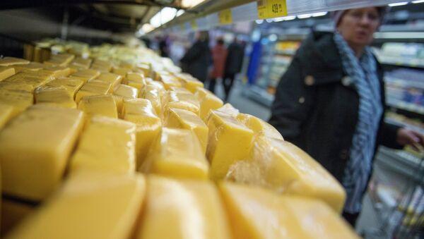 Продажа украинской молочной продукции. Архивное фото