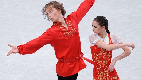 Наталья Забияко и Александр Забоев выступают в короткой программе парного катания на Чемпионате мира. Архивное фото
