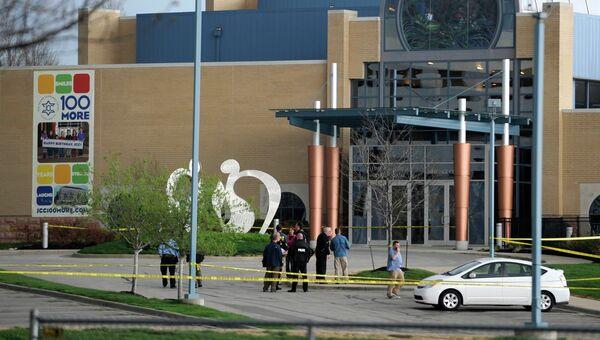 Полиция на месте стрельбы в районе еврейского центра в Оверленд-Парке