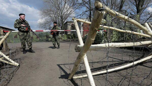 Украинские пограничники недалеко от границы с Россией в Донецкой области