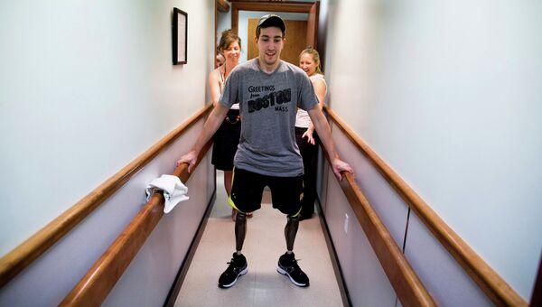 Фото Джоша Хэнера из The New York Times, на котором изображен Джефф Бауман, пострадавший во время теракта на Бостонском марафоне
