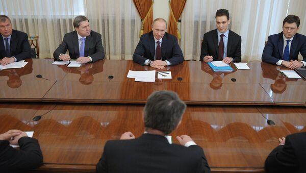 В.Путин провел встречу с главой концерна Shell Бен ван Берденом