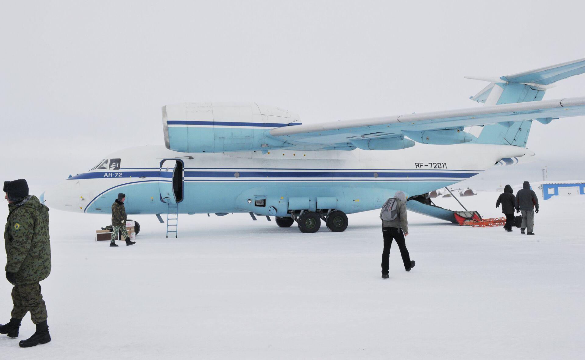 Самолет AN-72 на территории архипелага Земля Франца-Иосифа - РИА Новости, 1920, 26.05.2021