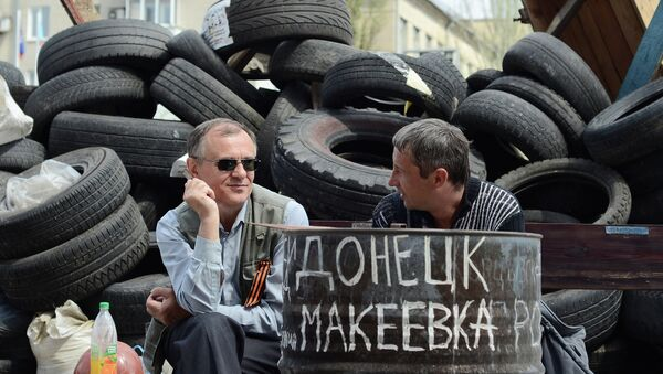 Баррикады у здания областной государственной администрации Донецка. Архивное фото