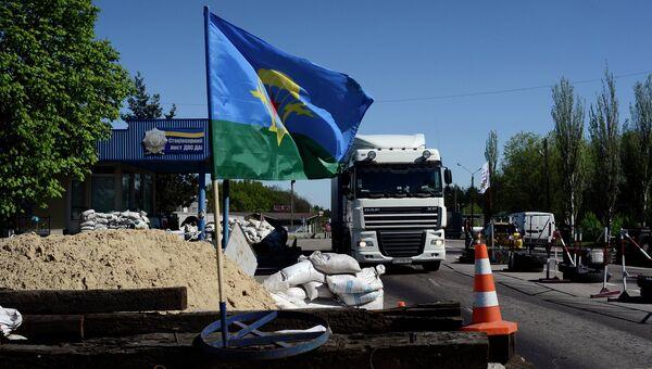 Блокпост у поселка Карпивка в Донецкой области. Архивное фото