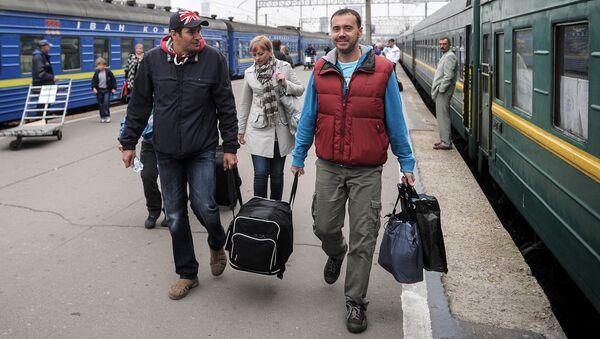 Пассажиры поезда. Архивное фото