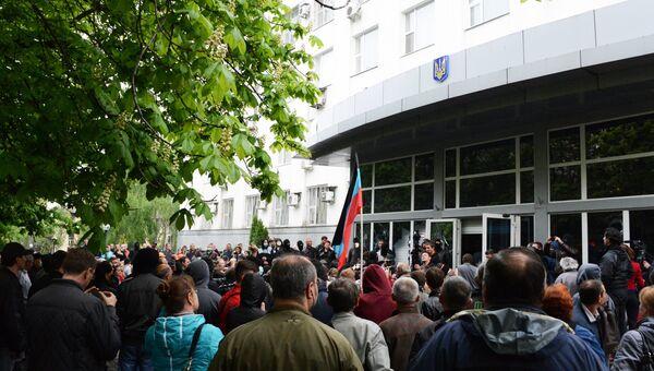 Сторонники федерализации взяли под контроль ряд административных зданий в Донецке