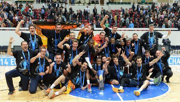 Баскетболисты Валенсии, ставшие обладателями Кубка Европы 2013/2014
