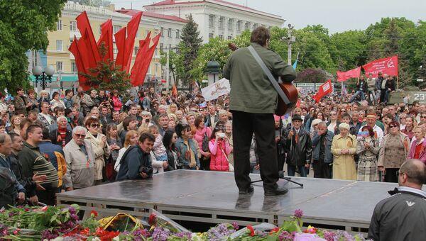 Митинг сторонников федерализации в поддержку референдума в Луганске