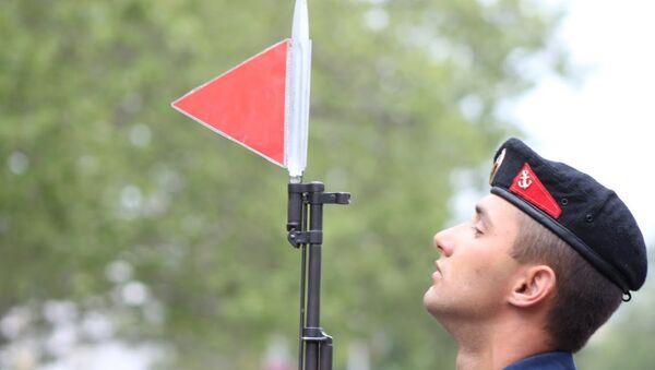 Участник военного парада в Севастополе 9 мая 2014 года
