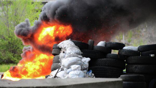 Поджог блок-поста в Донецке. Архивное фото