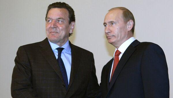 Владимир Путин и Герхард Шредер. Архивное фото.