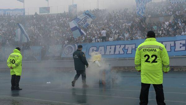 Стюарды на стадионе Петровский. Архивное фото