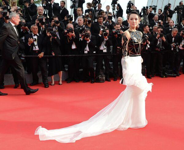 Китайская актриса Чжан Цзыи на Красной дорожке церемонии открытия 67-го Каннского фестиваля