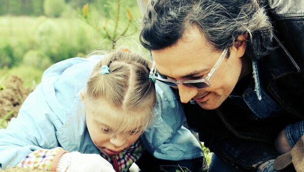 Актер Егор Бероев принимает участие в акции Удивительный лес