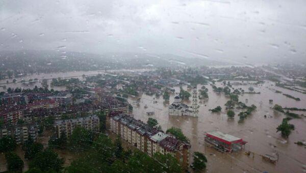 Вид на затопленный город Добой, Сербия