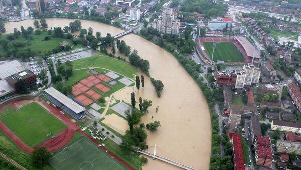 Вид на затопленный город Зеница, Сербия