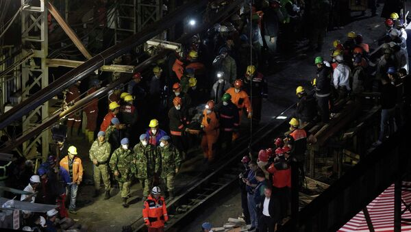 Спасательные работы на шахте в Турции, где произошел взрыв, 17 мая 2014