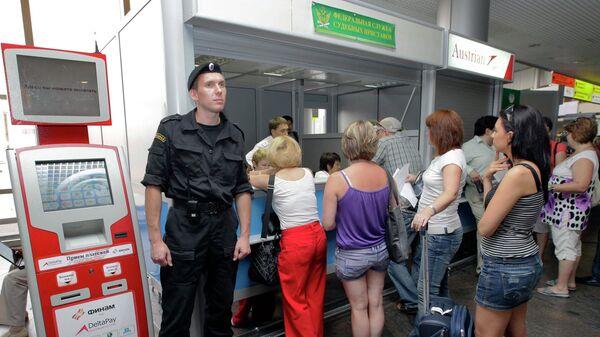 Работа мобильного пункта судебных приставов в аэропорту Шереметьево