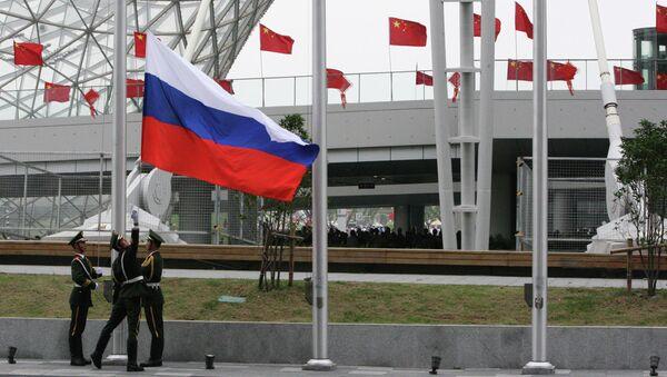 Поднятие российского флага на церемонии открытия Дня России в Шанхае. Архивное фото