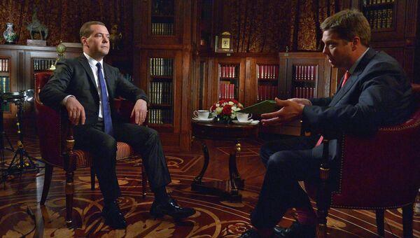 Д.Медведев дал интервью американскому телеканалу Bloomberg TV