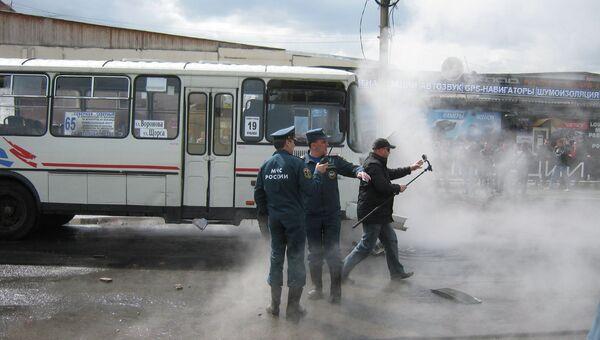 Маршрутка провалилась в яму с кипятком в Красноярске. Архивное фото