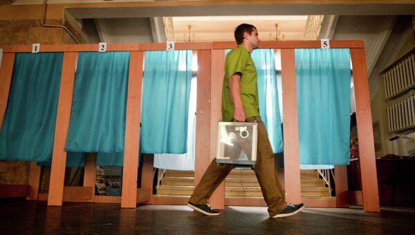 Подготовка избирательных участков к выборам. Архивное фото
