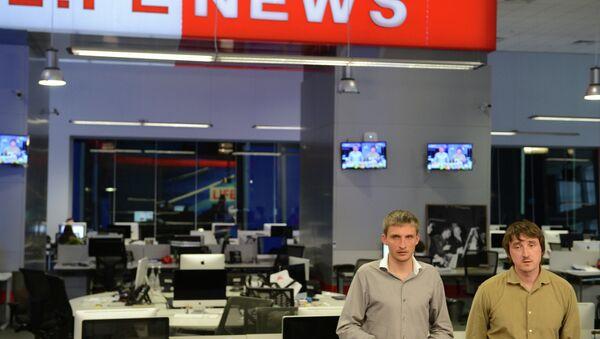 Репортеры LifeNews Олег Сидякин и Марат Сайченко после освобождения