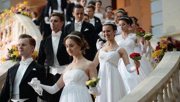 Участники XII Благотворительного Венского Бала в Гостином дворе в Москве