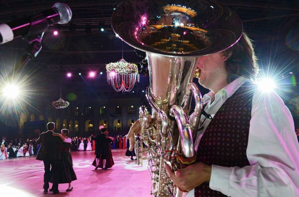 Совместное выступление Wieselburger Stammtischmusi и ансамбля народного танца под руководством Франца Хубера на Благотворительном Венском Балу в Гостином дворе в Москве