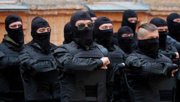 Члены Правого сектора принимают присягу перед отправкой в дивизию Азов. Архивное фото