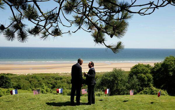 Президент США Барак Обама и президент Франции Франсуа Олланд в Нормандии