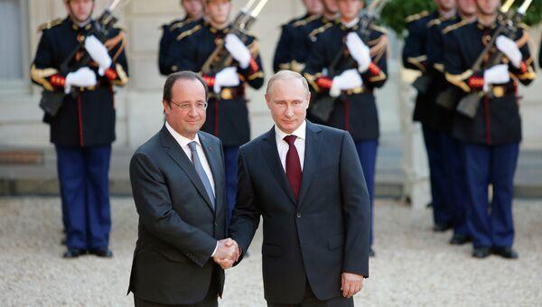 Президент Франции Франсуа Олланд и президент России Владимир Путин на мероприятии по случаю 70-летия высадки союзников в Нормандии. Архивное фото