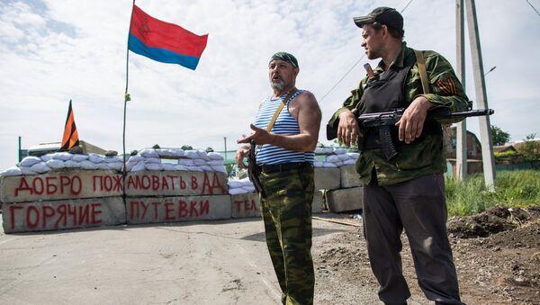 Ополченцы на блокпосту в поселке Семеновка под Славянском. Архивное фото
