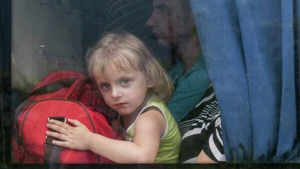 Эвакуация жителей Славянска после минометного обстрела со стороны правительственных сил Украины