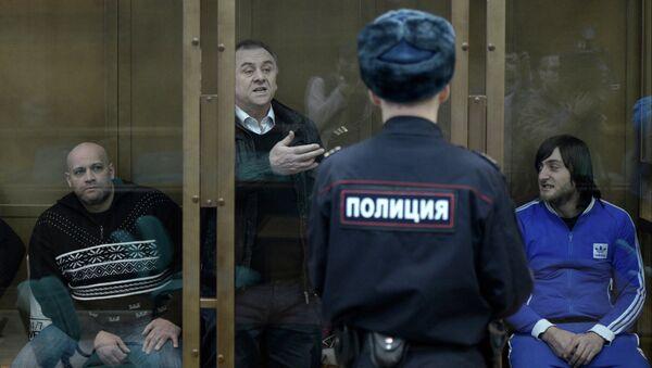 Обвиняемые в убийстве обозревателя Новой газеты Анны Политковской во время заседания в Мосгорсуде. Архивное фото
