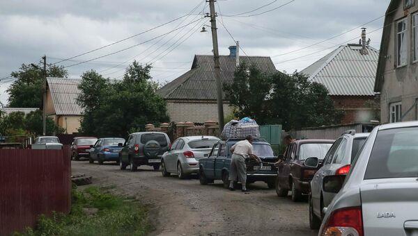 Очередь из автомобилей на выезде из Славянска
