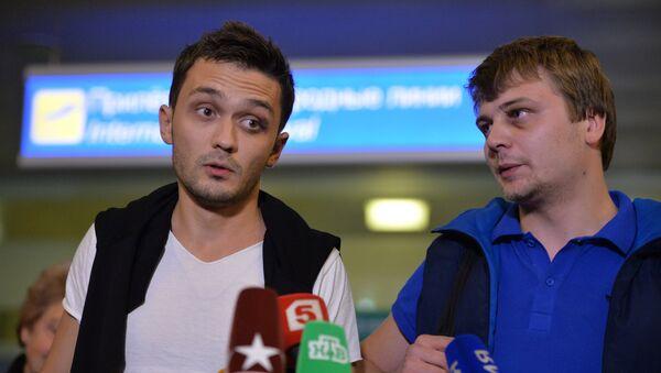 Корреспондент телеканала Звезда Евгений Давыдов и звукоинженер Никита Конашенков