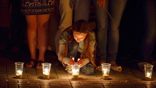 Участница акции Свеча памяти, архивное фото