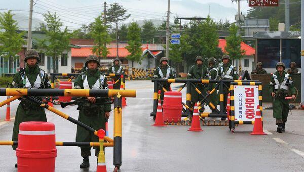 Солдаты армии Южной Кореи во время операции по поиску сержанта, расстрелявшего сослуживцев