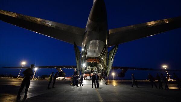 Военно-транспортный самолет Ан-124-100 Руслан. Архивное фото