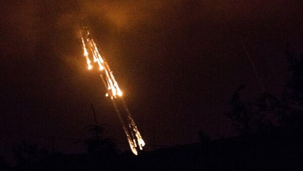 Украинские военные стреляют фосфорными зажигательными снарядами